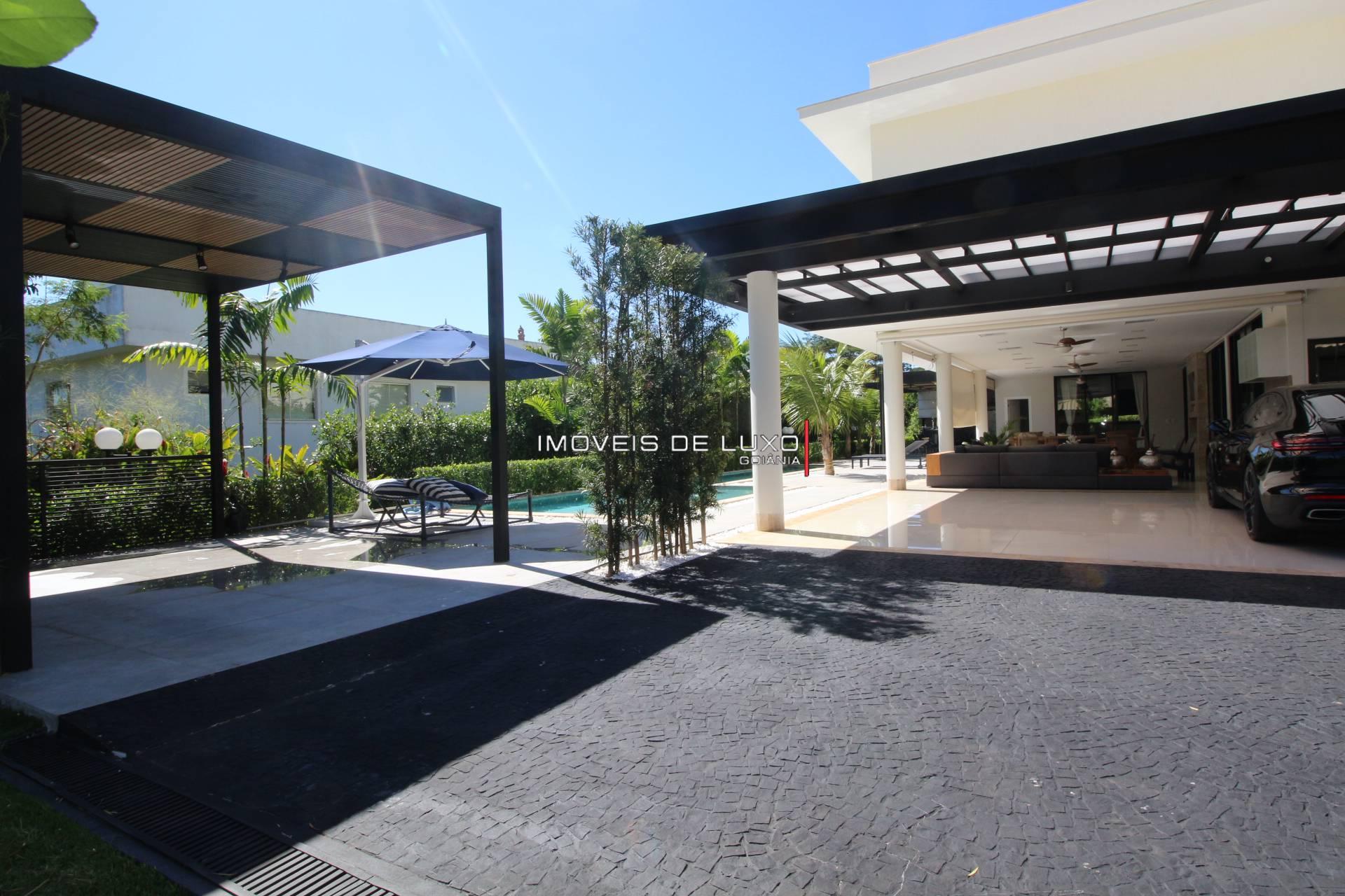 Imóveis de Luxo - Moderno sobrado mobiliado no Aldeia do Vale