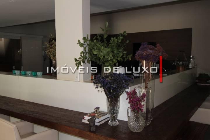 Imóveis de Luxo - Luxuosa mansão em uma área de 7000 m²