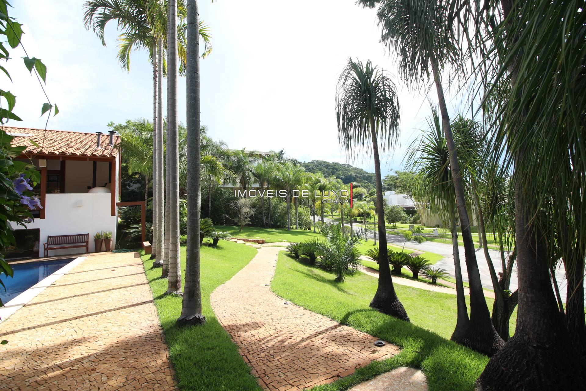 Imóveis de Luxo - Lindo sobrado em frente ao lago no Aldeia do Vale