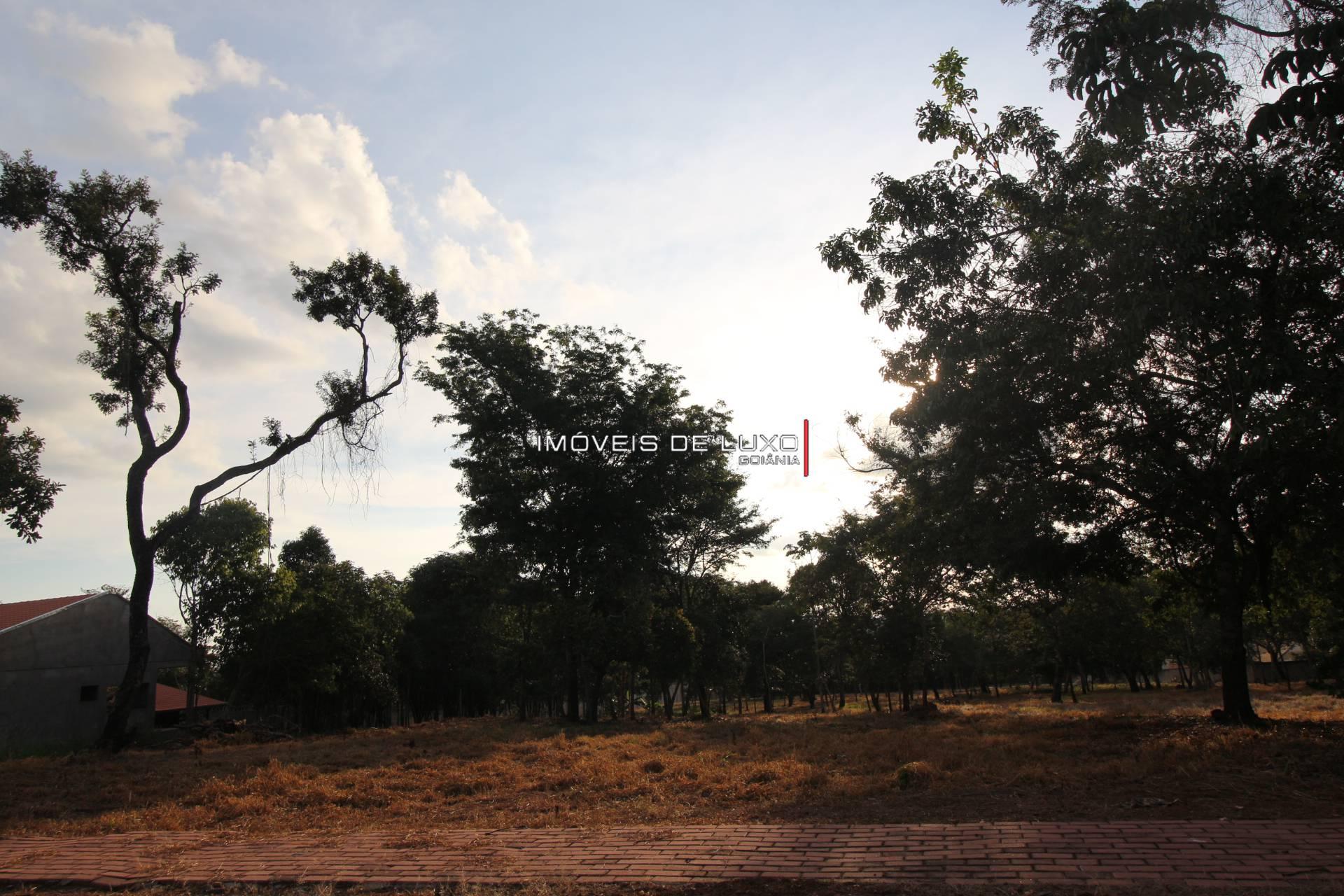 Imóveis de Luxo - 2 lotes à venda no Condomínio de Chácaras Villa Verde