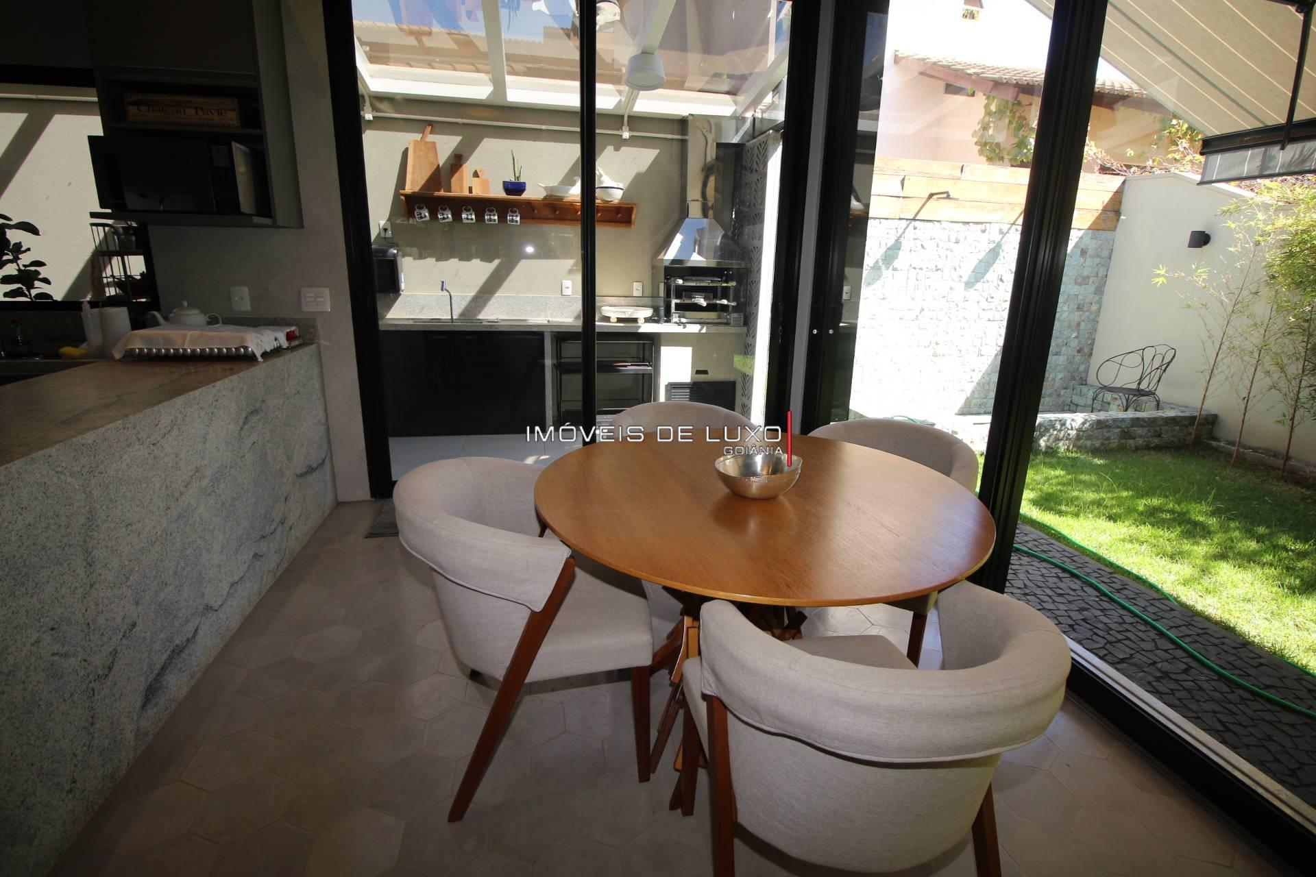 Imóveis de Luxo - Casa Térrea nova com 3 suítes no Jardins Florença