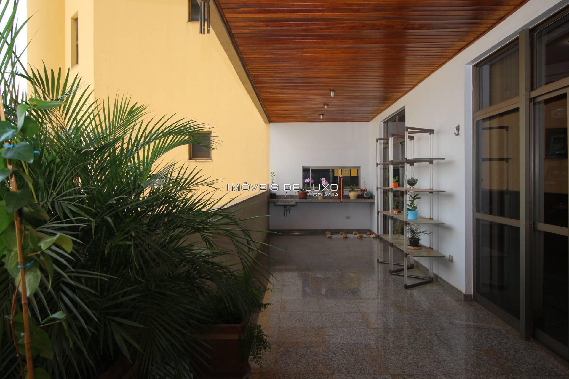 Imóveis de Luxo - Amplo Apartamento ao lado da praça da T 23
