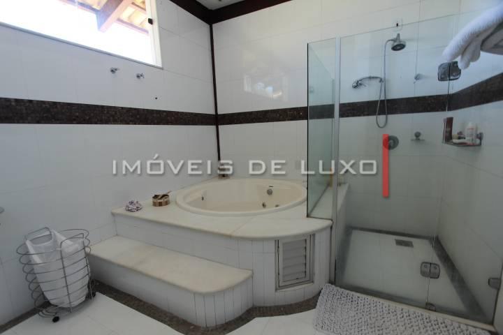 Imóveis de Luxo - Magnifico sobrado no Aldeia do Vale todo em Ipê.