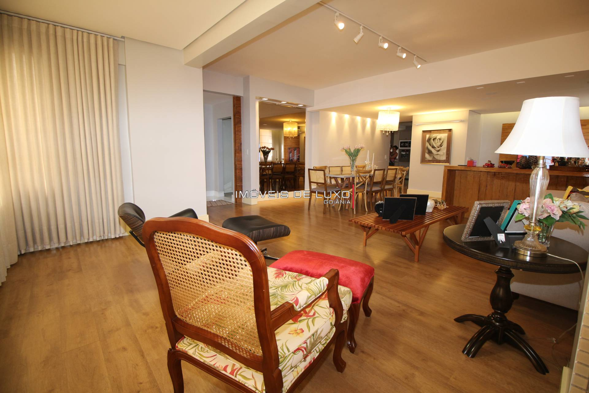 Imóveis de Luxo - Requintado apartamento no Setor Bueno