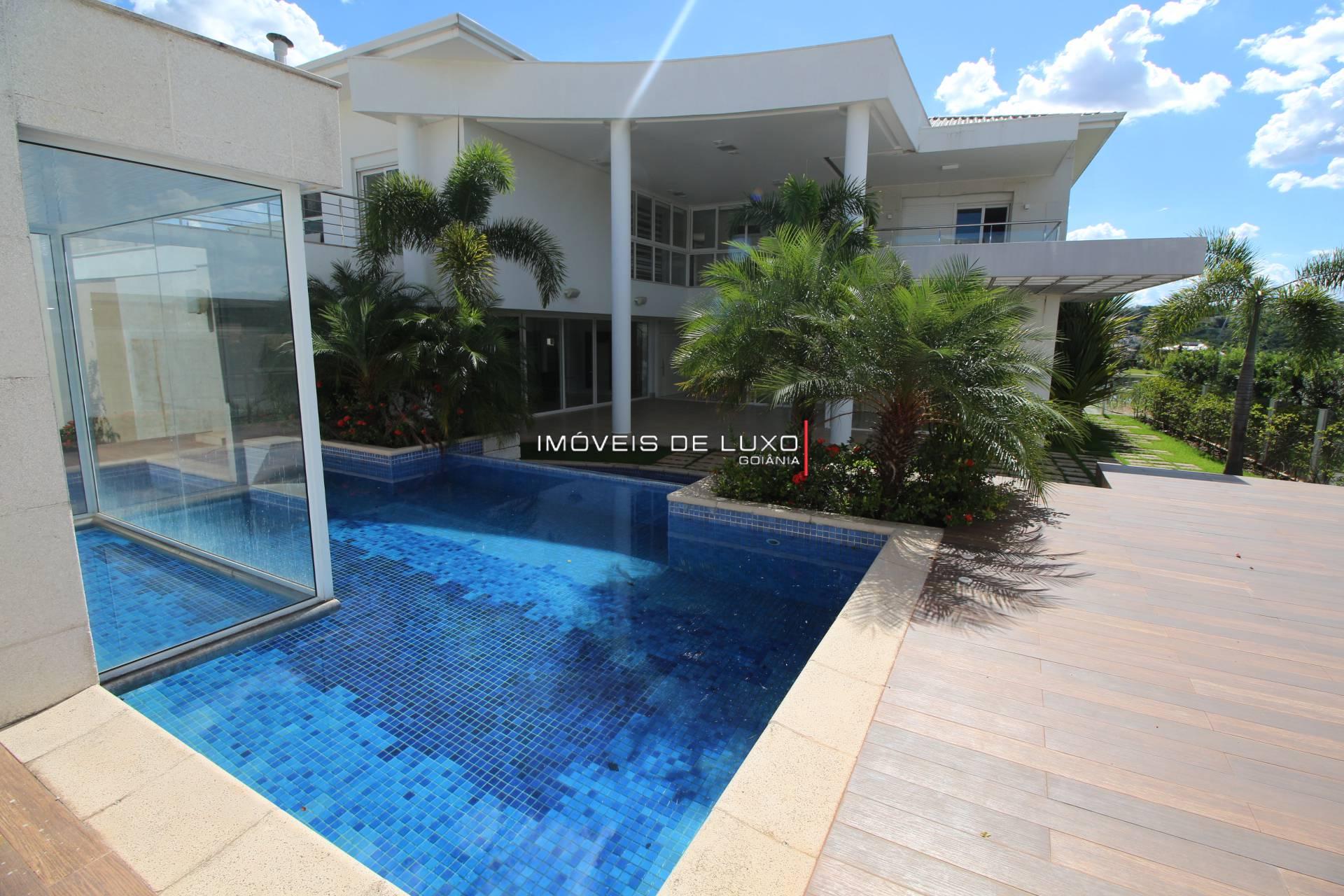 Imóveis de Luxo - Belíssimo sobrado com vista para o lago no Alphaville Cruzeiro