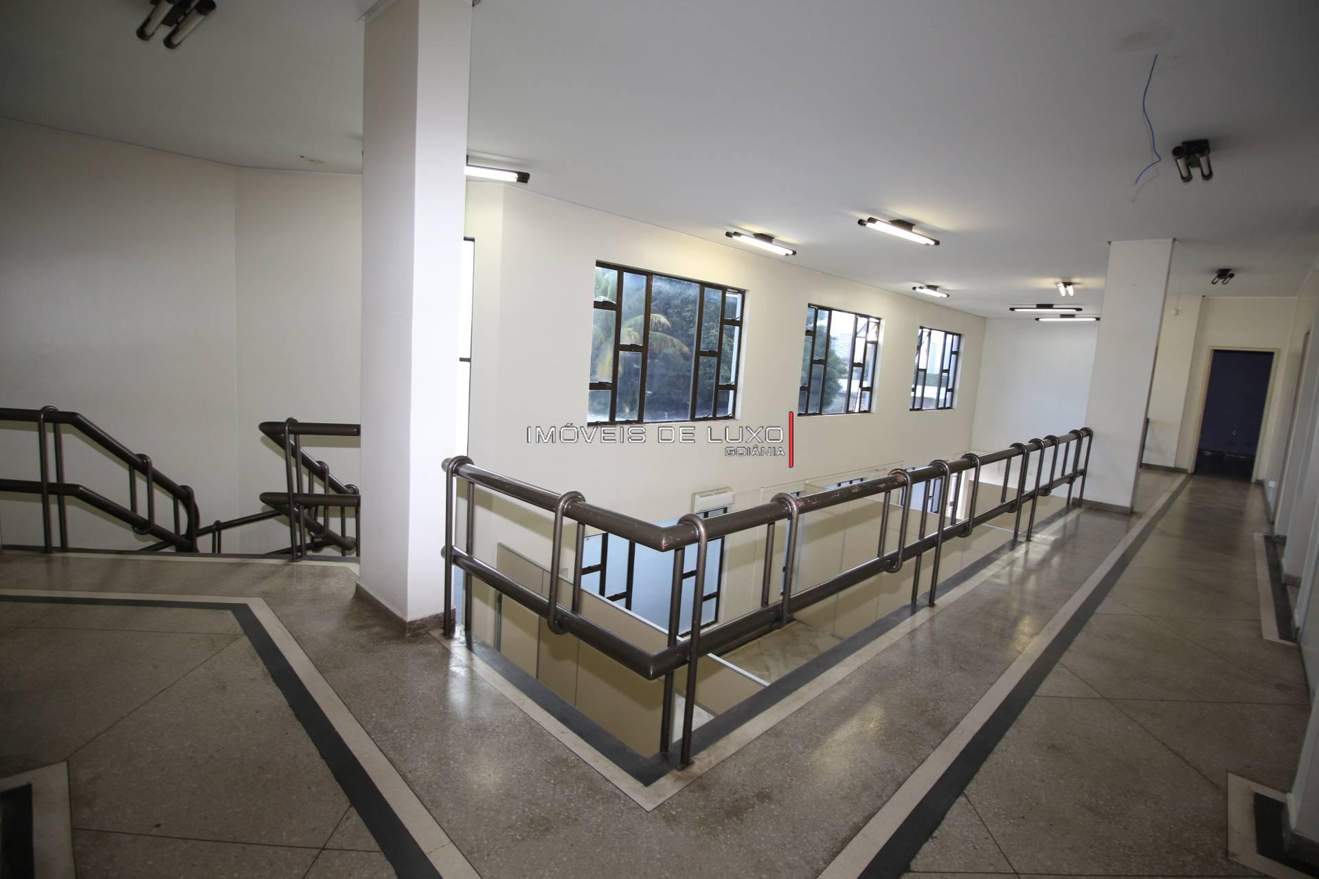 Imóveis de Luxo - Prédio Comercial na T 10 com 4 Pavimentos