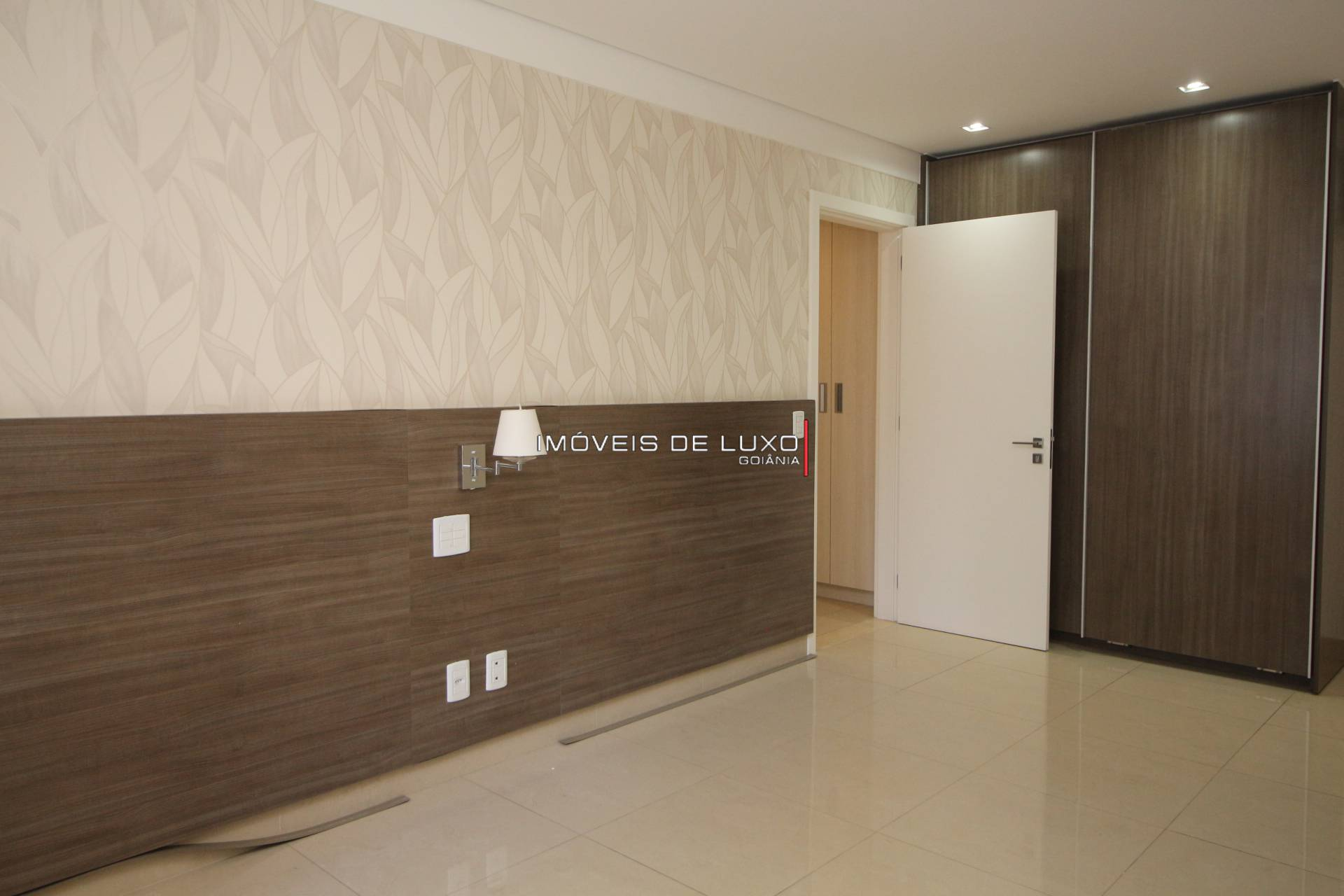 Imóveis de Luxo - Apartamento 4 suítes em frente ao parque Areião
