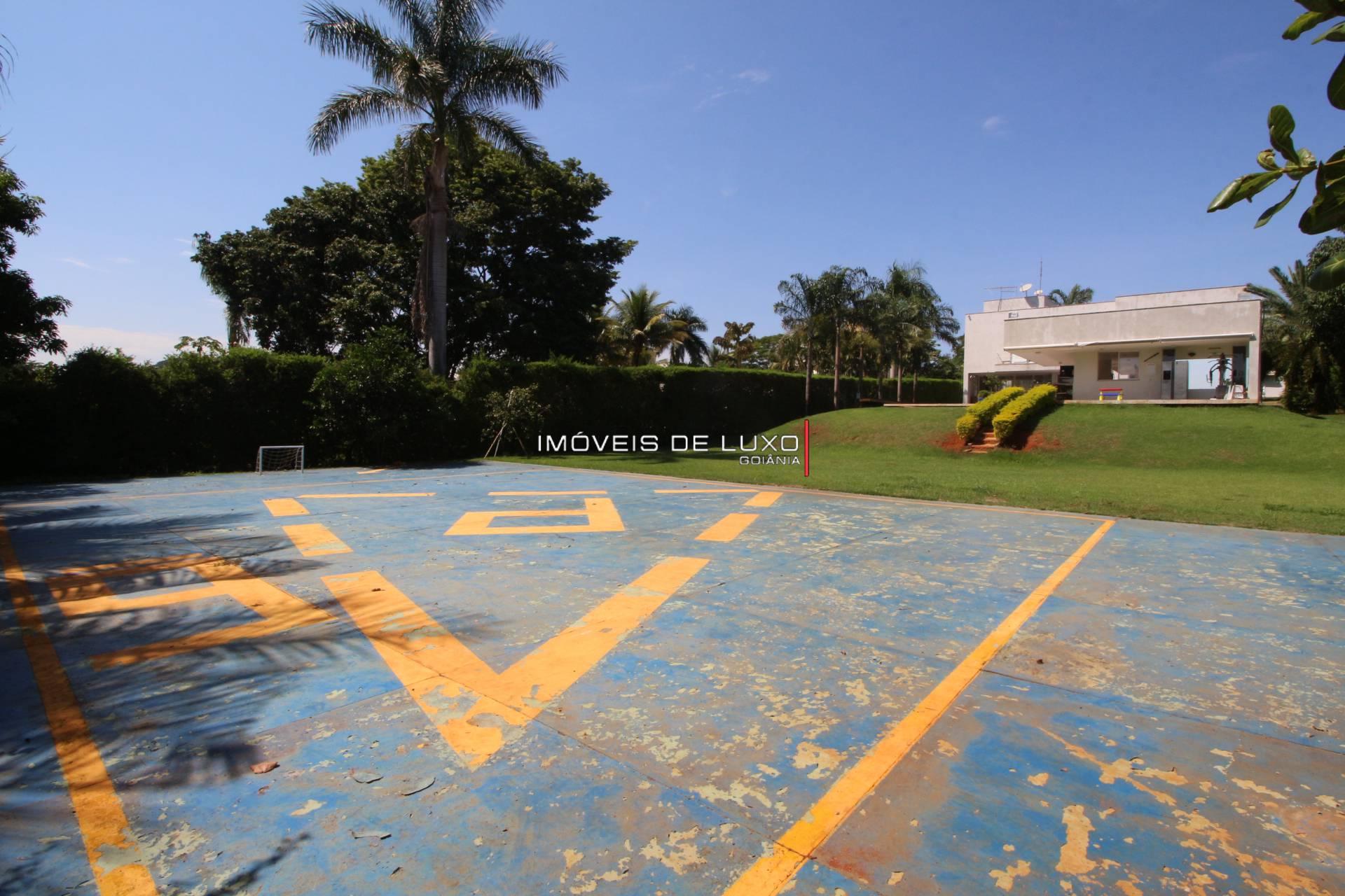 Imóveis de Luxo - Sobrado com heliponto particular no Aldeia do Vale