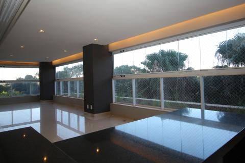 Apartamento 4 suítes em frente ao parque Areião