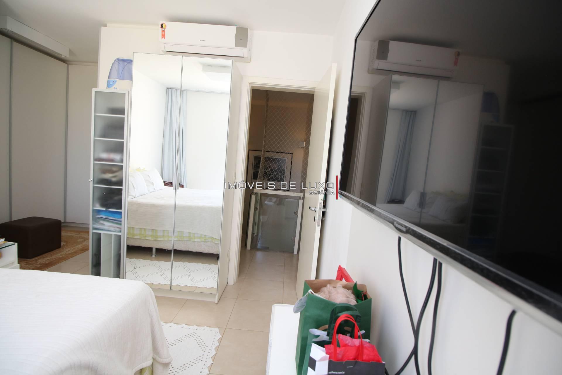 Imóveis de Luxo - Sobrado no Housing Flamboyant