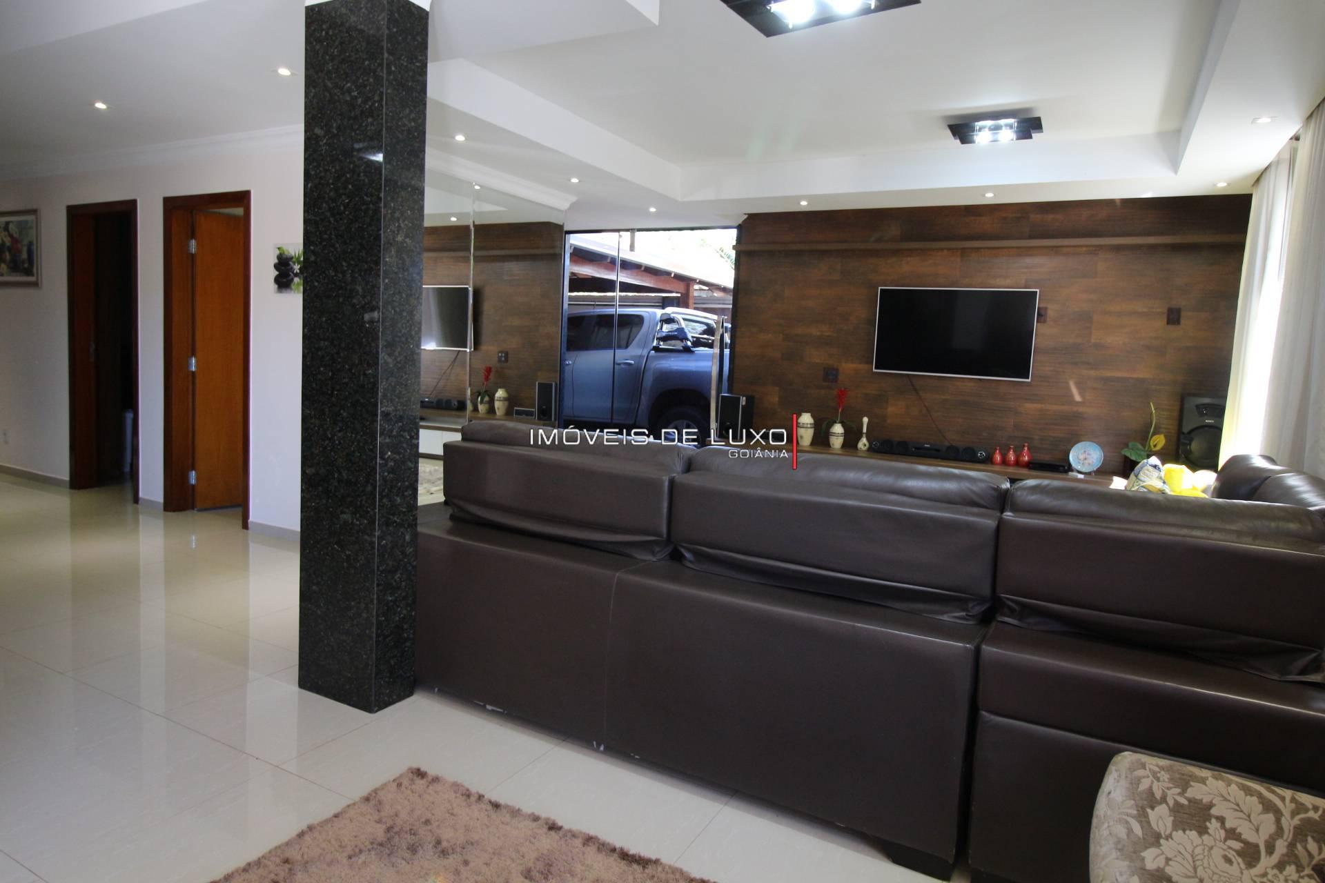 Imóveis de Luxo - Sobrado com 3 suítes no Setor Jaó